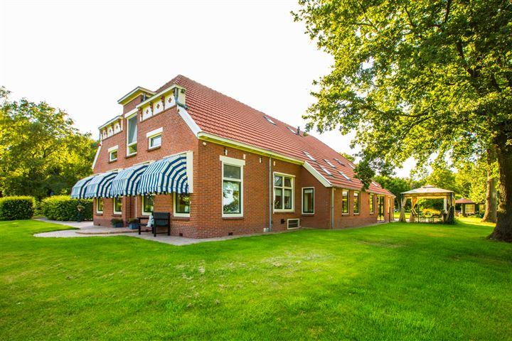 Prachtige woonboerderij met vrijstaand gastenverblijf en uitbreidingsmogelijkheden te koop