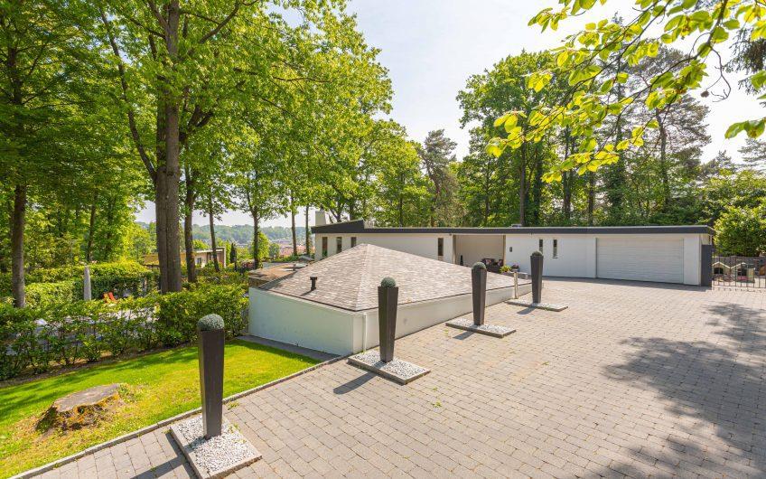 Aan de uitlopers van de 'Brunssummerheide' (Zuid-Limburg) prachtige bungalow met lager gelegen luxe Bed and Breakfast met wellnessfaciliteiten.